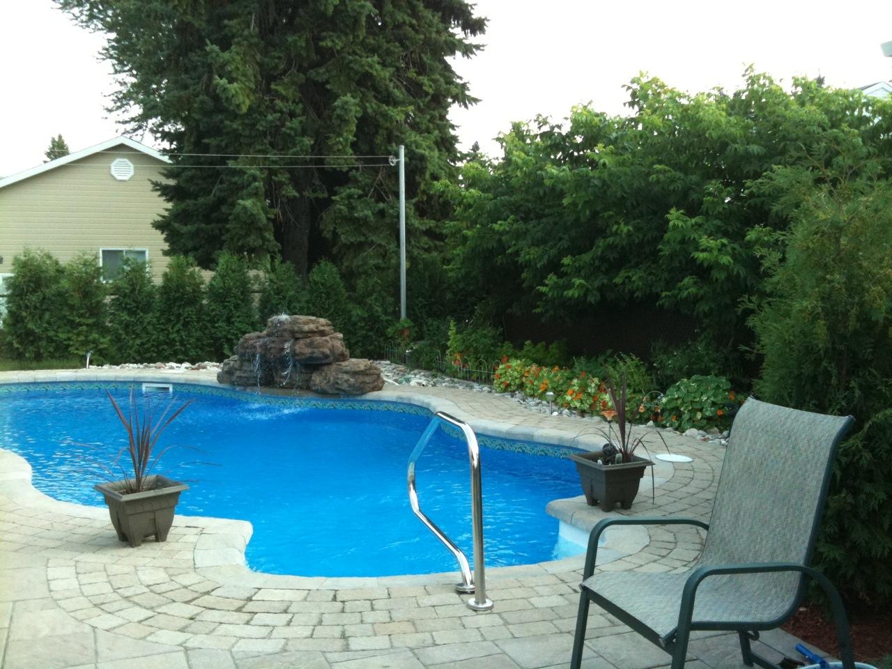 Fontaine d 39 eau copal pour piscines et cascade de bassin de for Piscine moderne avec cascade